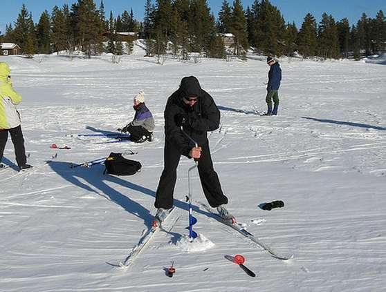 Eisbohren zum Angeln