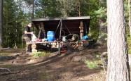 Lagerplatz mit Windschutzhütte